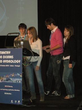 Les élèves du Lycée Monteil de Rodez pendant leur présentation © CNES