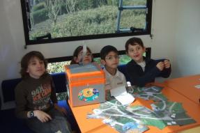 Des jeunes dans le Spatiobus du CNES - © Planète Sciences