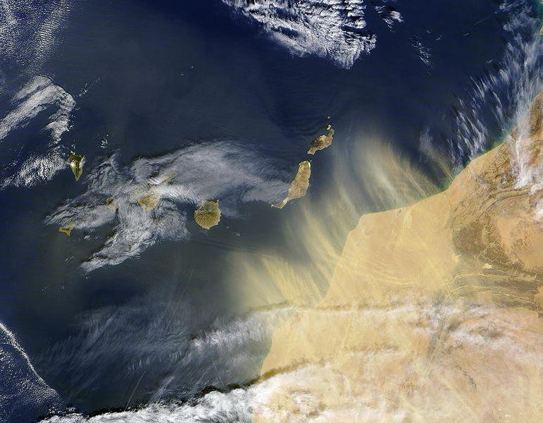 Transports de poussières/aérosols du Sahara jusqu'au Canaries © NASA