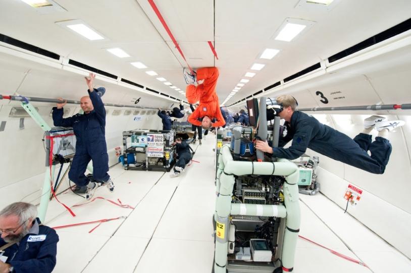 La cabine intérieure de l'A300 ZERO-G et les expériences scientifiques menées en impesanteur. Crédits : CNES/ M. Pédoussaut.