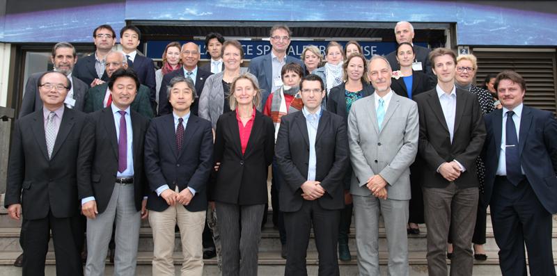 Repésentants des membres de la Charte réunis au siège du CNES, à Paris, en octobre 2012. Crédits : CNES/S. Charrier.