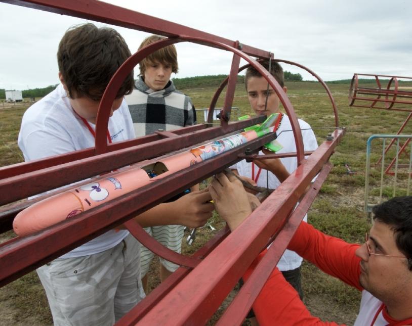 Une minifusée sur sa rampe de lancement © CNES/S. Girard