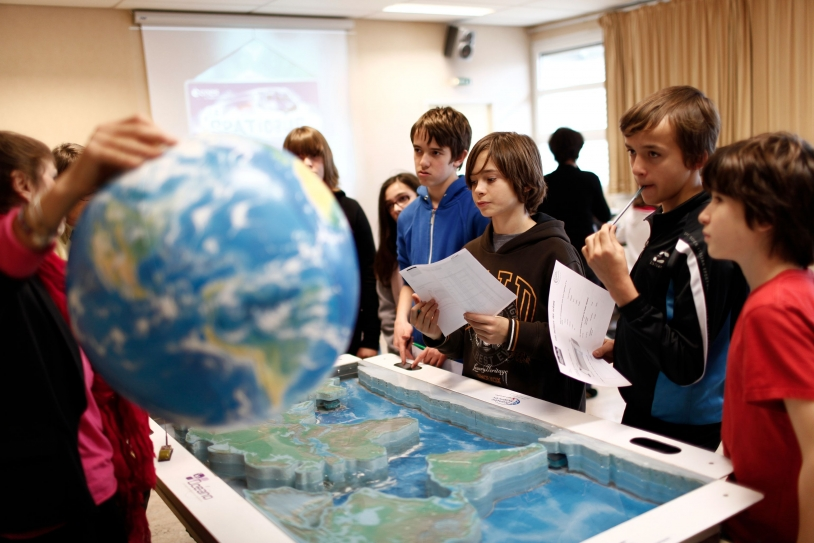 Les activités Argonautica facilitent la compréhension de phénomènes complexes. © CNES